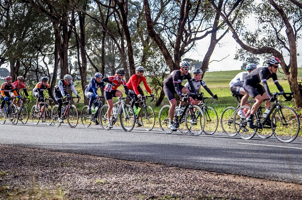 Leading the bunch on the first lap. (photo: jouptonphotography.com.au)